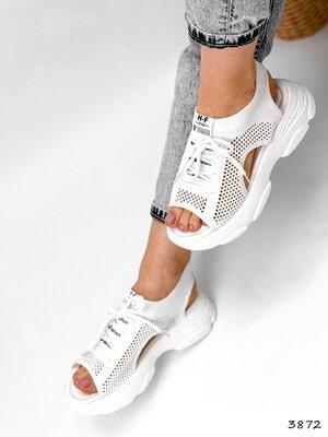Женские белые спортивные босоножки на шнуровке
