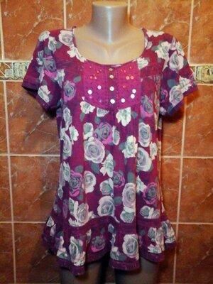 Трикотажная футболка блузка в цветочный принт в стиле бохо