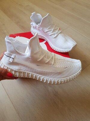 Продано: Стильные мужские кроссовки в стиле Yeezy Boost