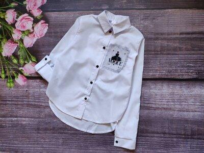 Очень стильная блузка-рубашка с нашивкой известного журнала Vogue