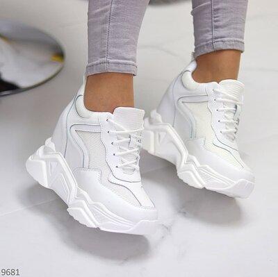 Женские белые кроссовки на платформе танкетке сникерсы на шнуровке