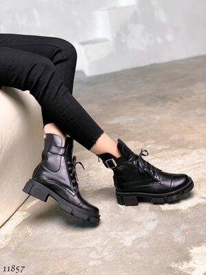 Женские натуральные кожаные лакированные серы бежевые белые чёрные ботинки на тракторной подошве