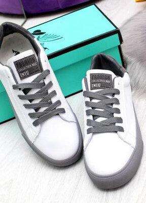 Шикарные белые кроссовки