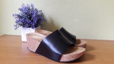 Женские кожаные шлепанцы Gabor