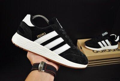 Кроссовки женские Adidas Iniki, черные с белым, замш