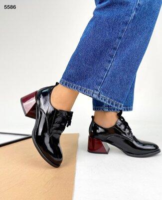 Женские натуральные кожаные лакированные туфли на шнуровке на устойчивом каблуке