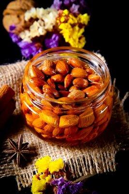 Ядро абрикоса в мёде / Орехи в мёде / Ядро абрикоса в меду / Орехи в меду / Ядро абрикоса с мёдом