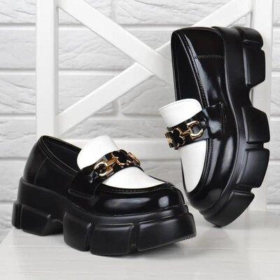 Туфли женские на платформе черные с белым декор брошь кленовый лист