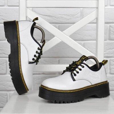 Туфли женские кожаные Dr.Martens style на платформе белые