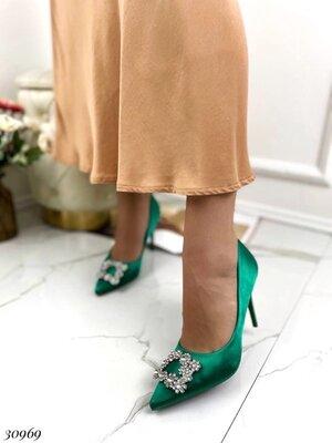 Женские бежевые чёрные розовые туфли лодочки на каблуке шпильке с украшением