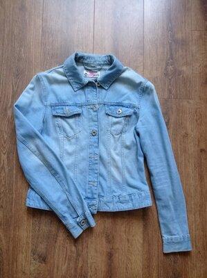 Світла джинсова куртка Terranova