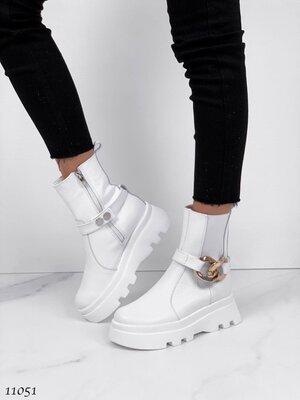 Женские натуральные кожаные демисезонные ботинки с цепью на тракторной подошве