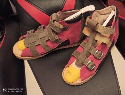 Ортопедическая обувь для поддержки продольного и поперечного свода стопы