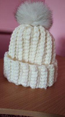 Продано: В'язана шапка ручної роботи