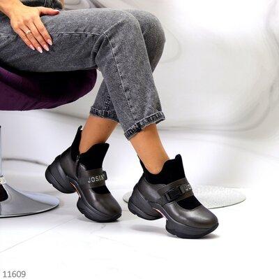 Женские чёрные кроссовки на массивной подошве
