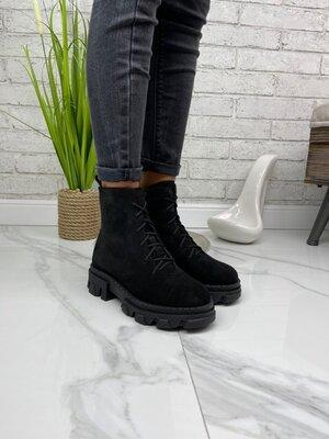 Замшевые демисезонные ботинки на шнурках цвет черный