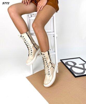 Женские натуральные кожаные лакированные ботинки на шнуровке на низком ходу