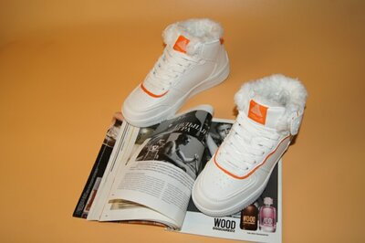 Продано: Кроссовки женские на меху