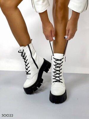 Женские натуральные кожаные чёрные белые ботинки на шнуровке на тракторной подошве