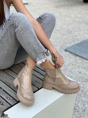 Женские натуральные кожаные лакированные чёрные бежевые ботинки на низком ходу