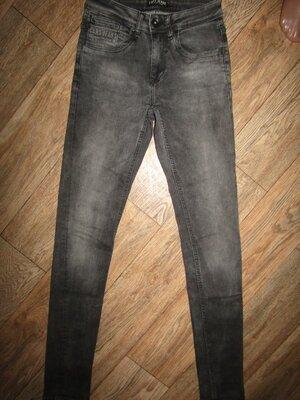 Зауженные джинсы парню р-р xs-s высокий рост cars