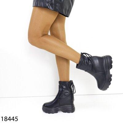 Женские демисезонные чёрные ботинки на платформе танкетке
