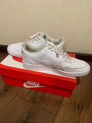 Кроссовки Nike Court Vicion LO р.42, в очень хорошем состоянии