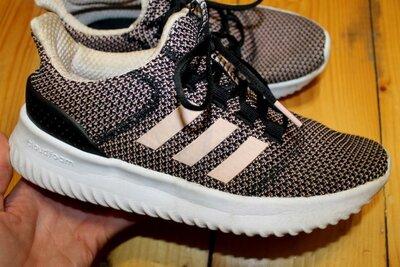 39 разм. Кроссовки Adidas. Оригинал длина по внутренней стельке 25,5 см., ширина подошвы 11 см.