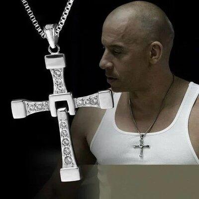 крестик Доминика Торето из фильма Форсаж.
