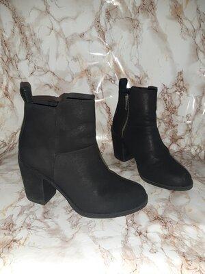 Чёрные деми ботиночки на толстом каблуке р.36